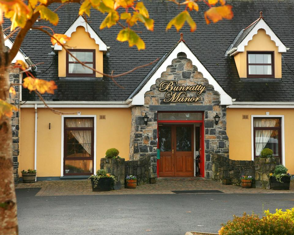 http://www.clare-tour.com/images/bunratty_manor.jpg